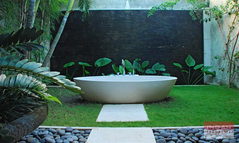 Villa-Cinta-Outdoor-Bathtub-2